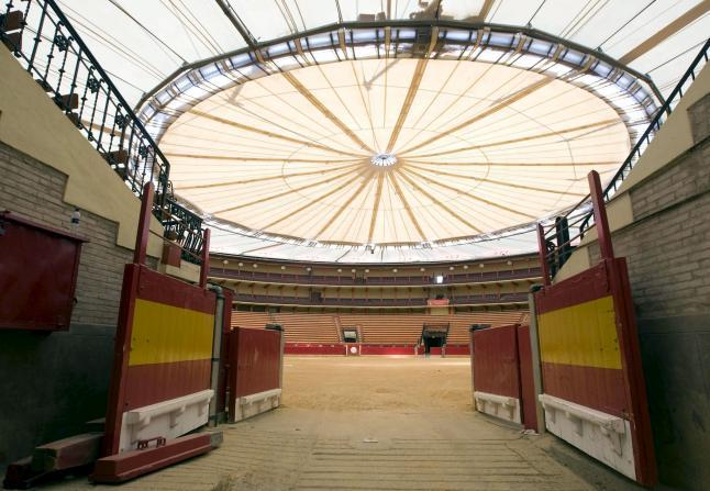Plaza de toros con cubierta