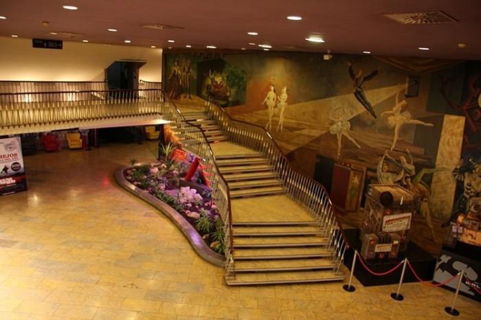 Vestíbulo y escaleras del Cine Palafox, Zaragoza- Archivo del Gobierno de Aragón